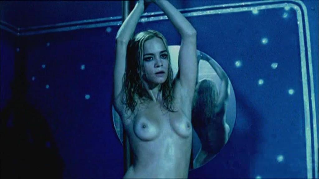 Alice Braga Nude Sexy Pose