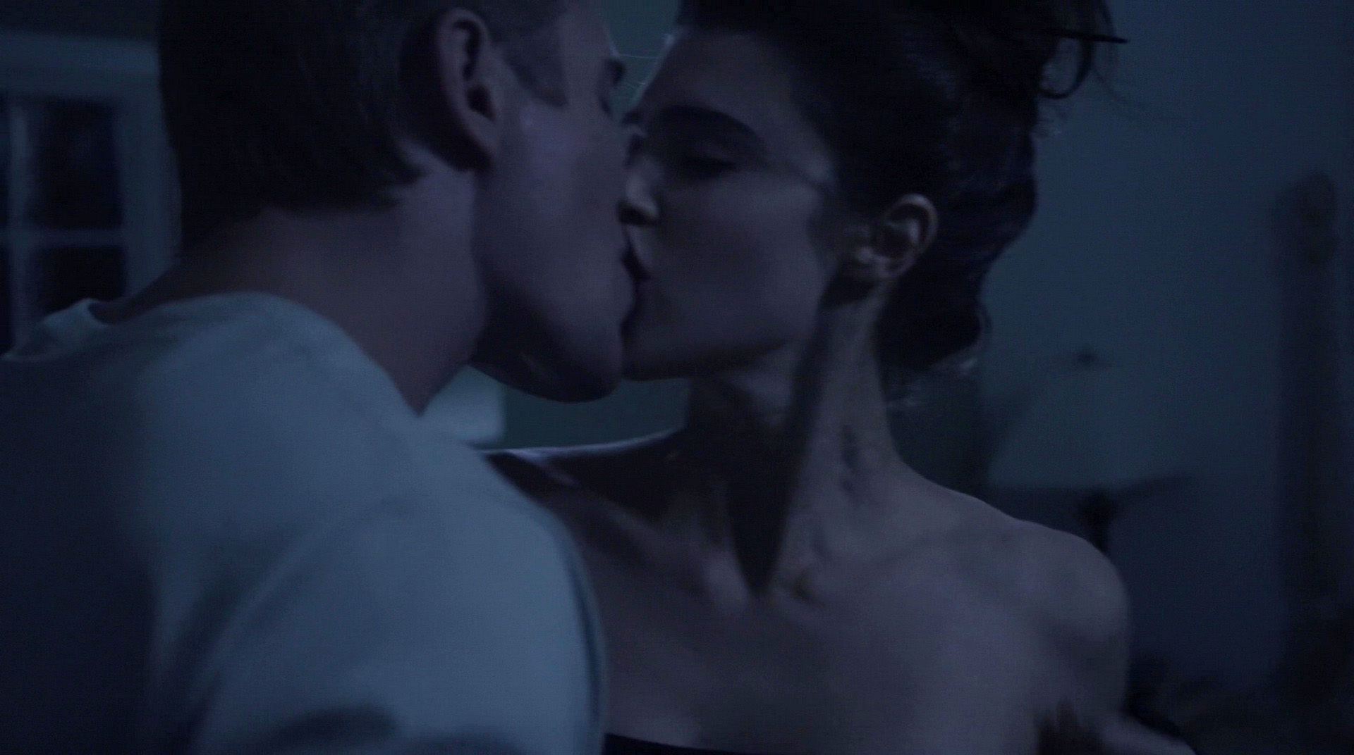Watch Online Cassidy Freeman Lucy Griffiths Dont Look Back