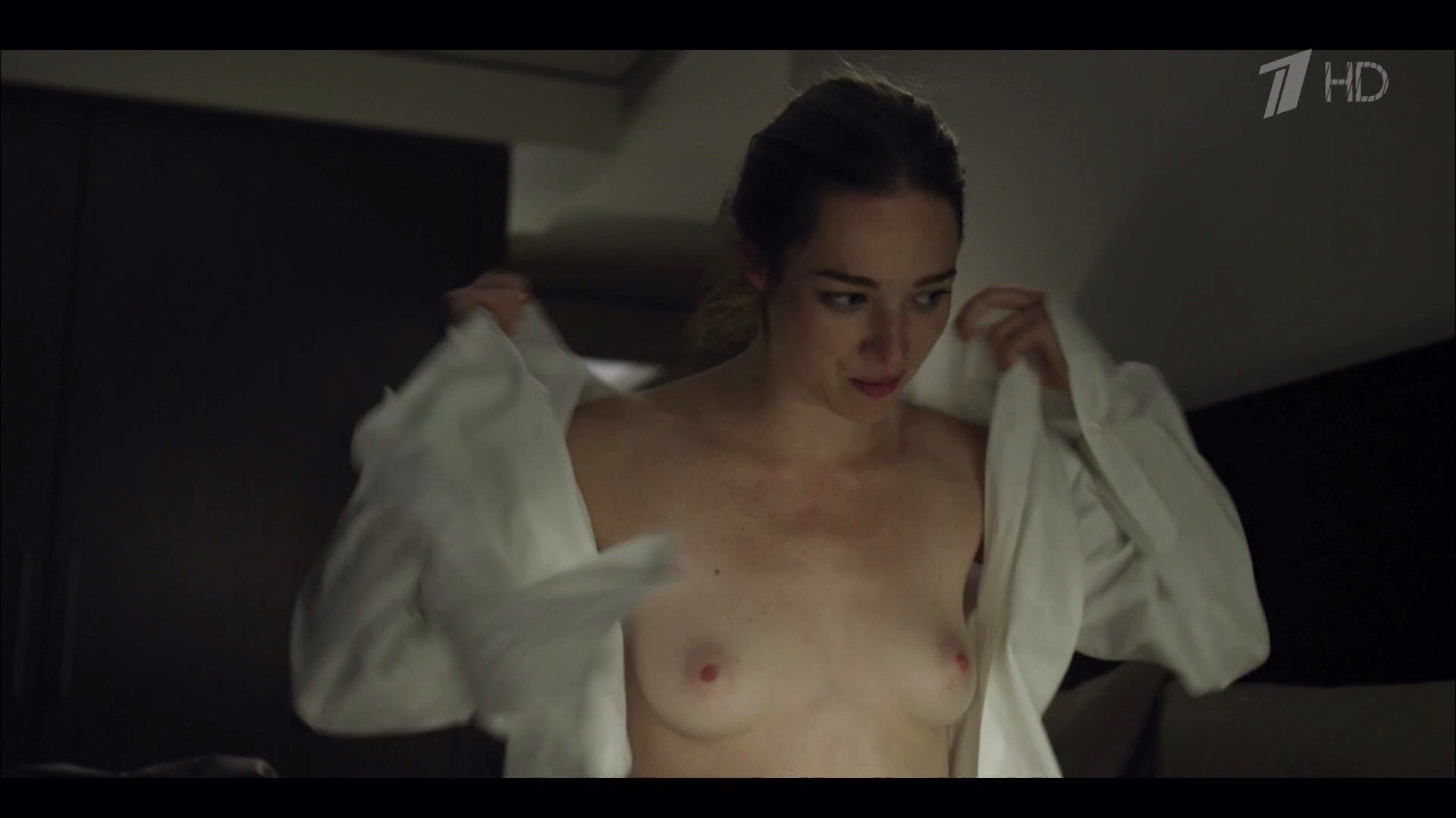 Kristen Connolly – House Of Cards s01e01 (2013) HD 1080p