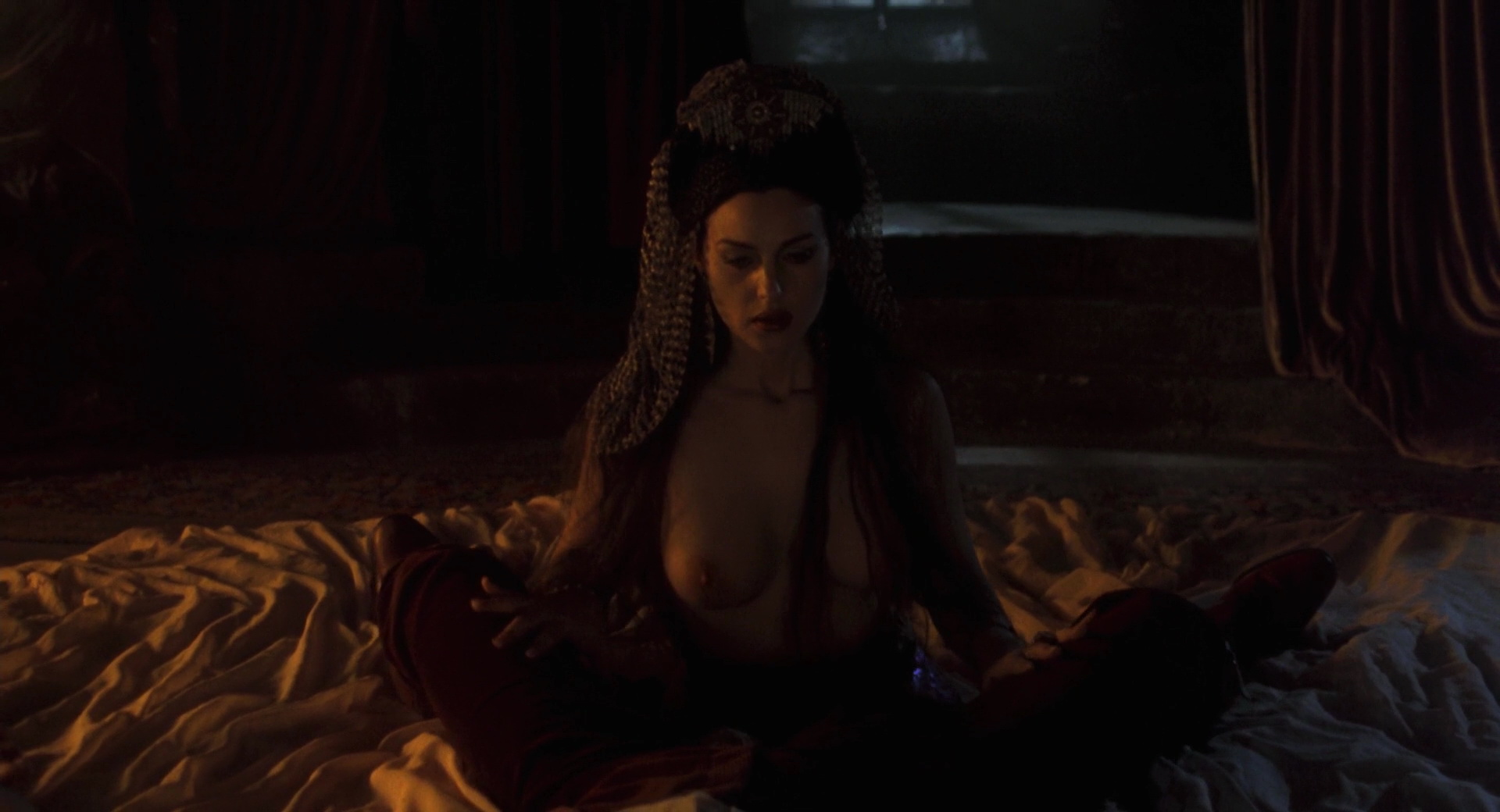 Monica belluci topless vampire pictures — photo 11