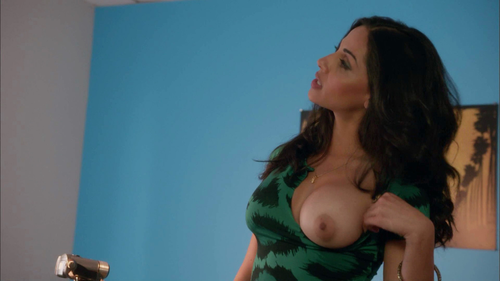 Nishi Munshi – Californication s07e03 (2014) HD 1080p