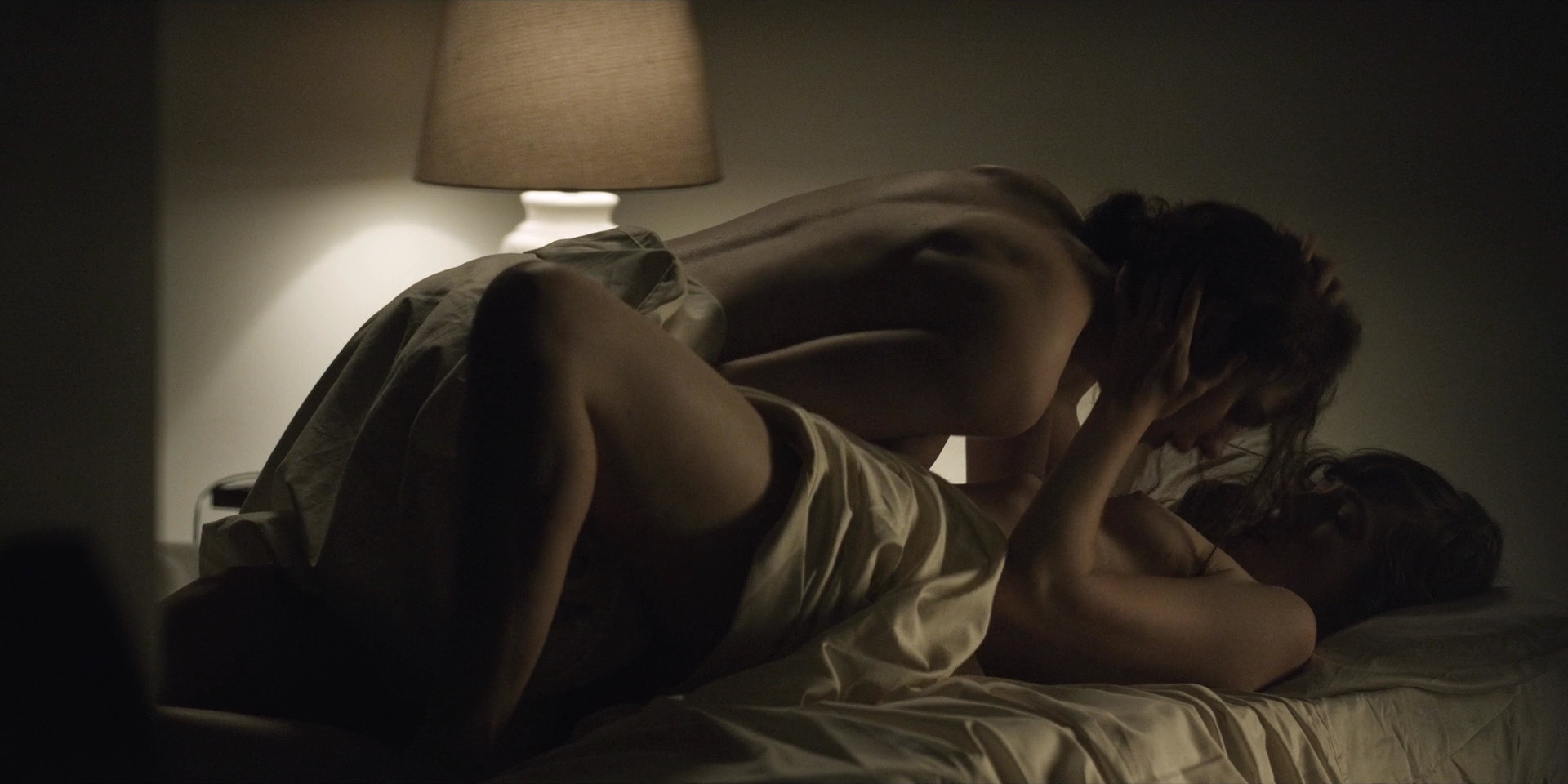 House of cards nude scene lesbian