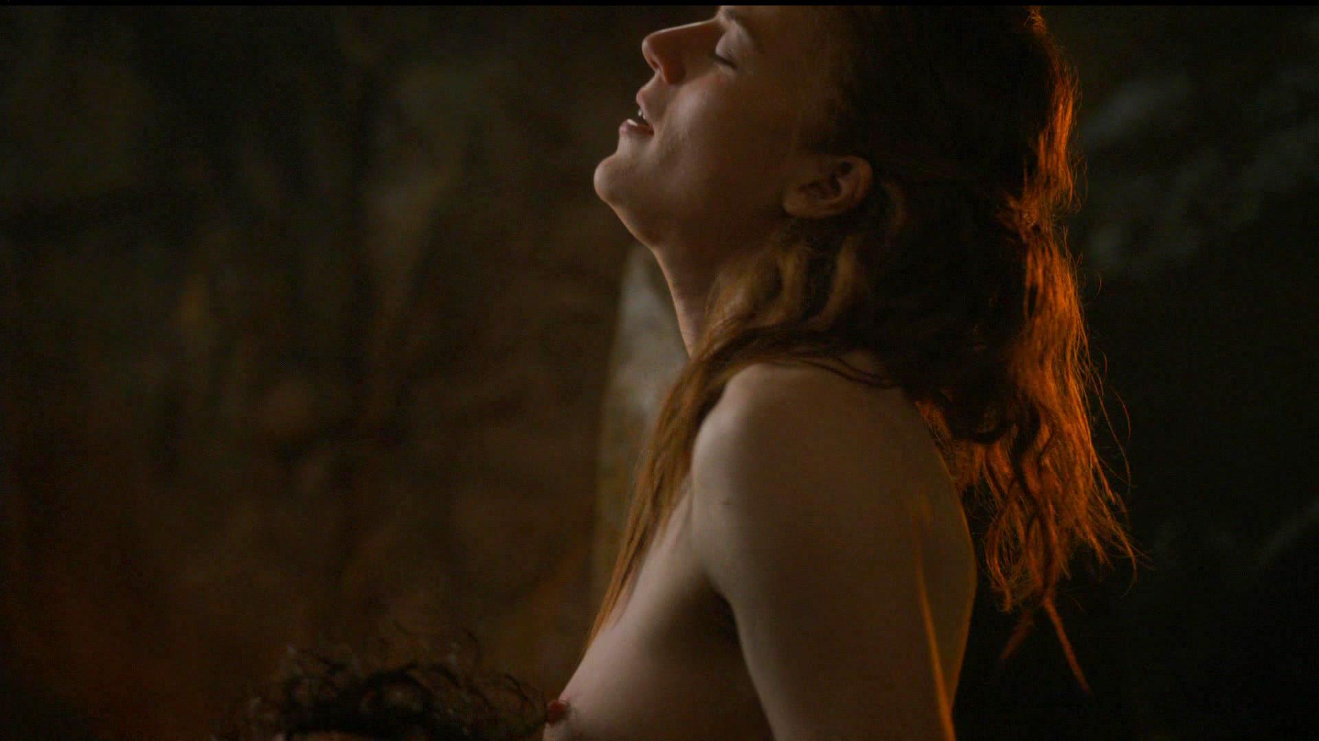 nude Rose Leslie