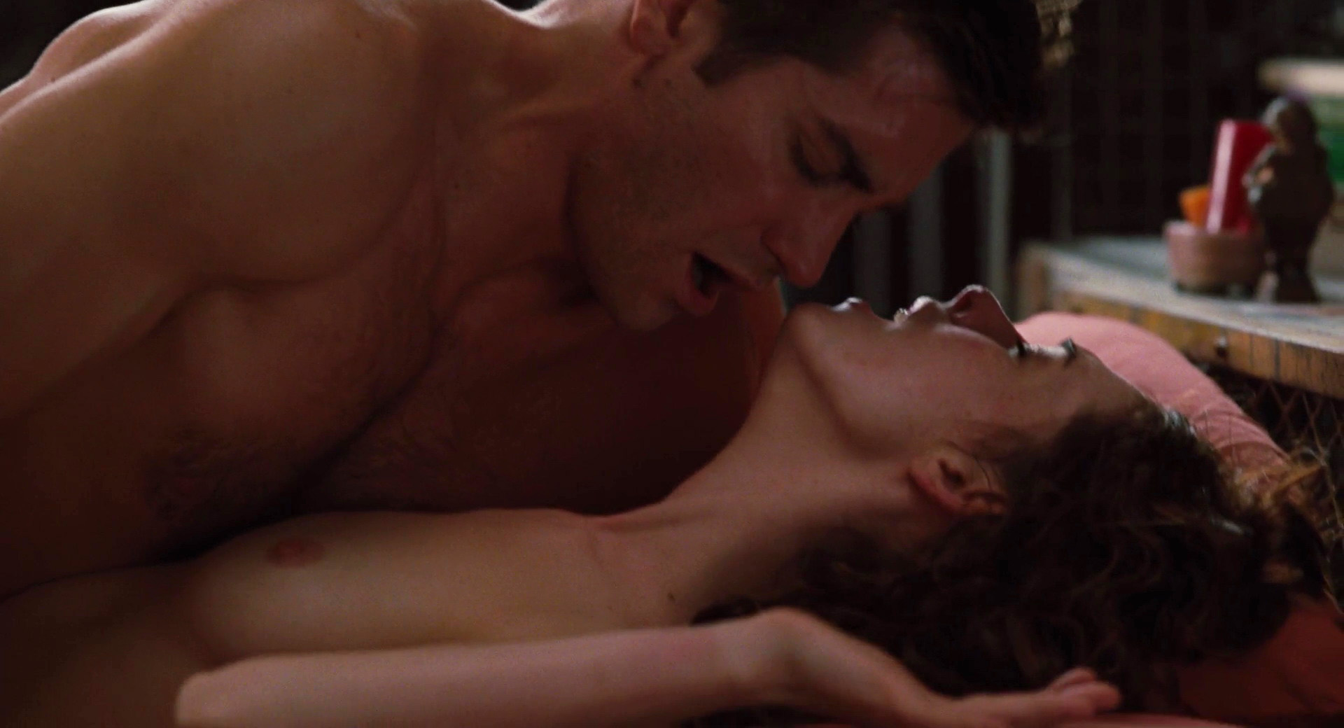 Anne hathaway nude scene love and other drugs