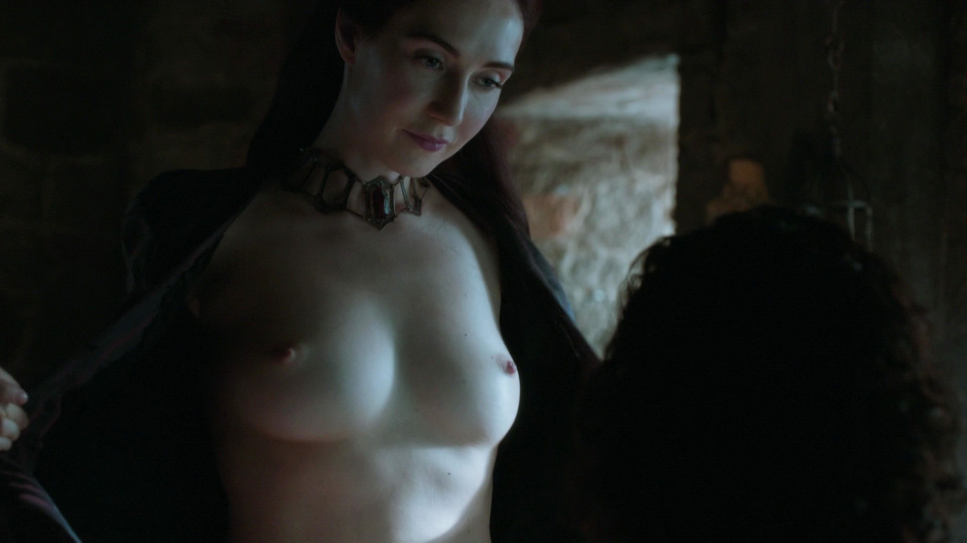 Carice van Houten, Josephine Gillan – Game of Thrones s05e04 (2015) HD 1080p