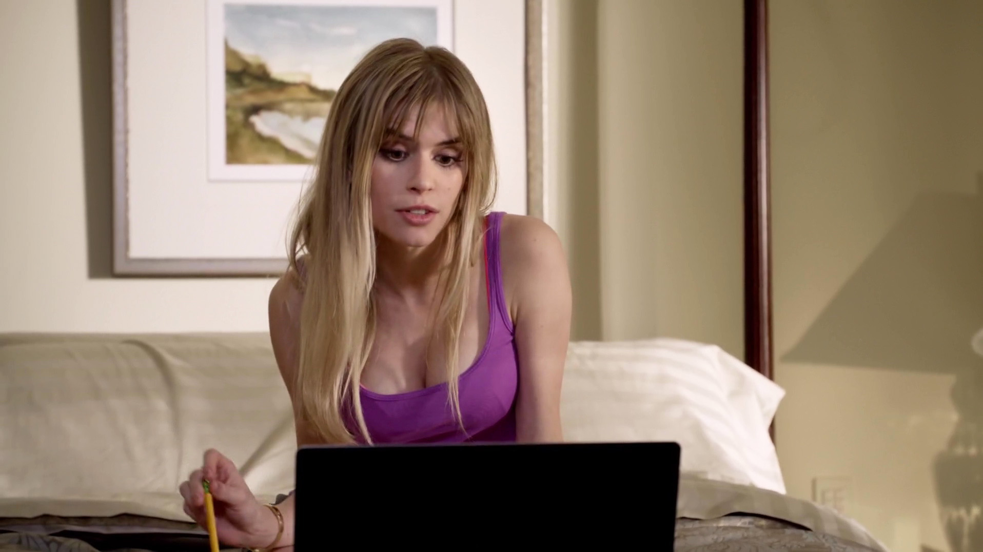 Carlson Young – Scream s01e03 (2015) HD 1080p