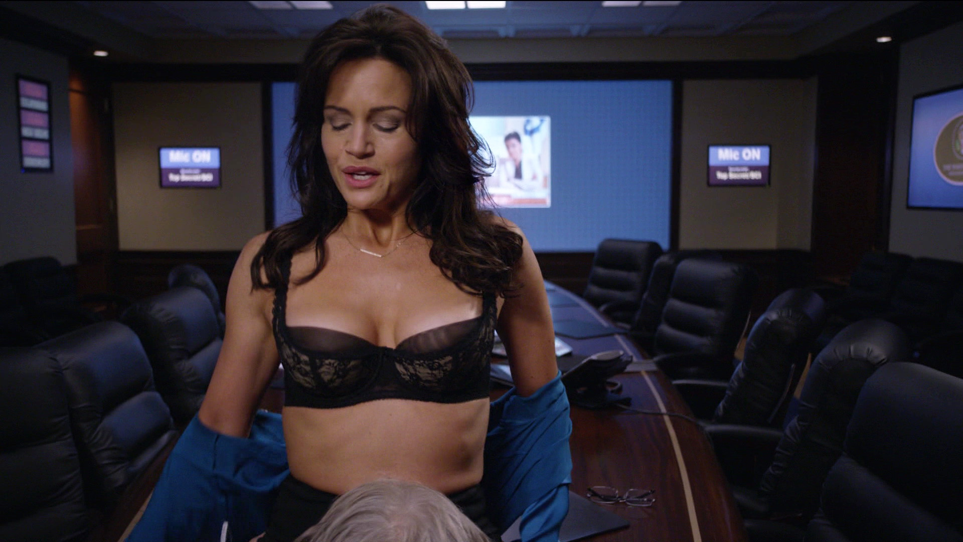 Carla Gugino – The Brink s01e10 (2015) HD 1080p