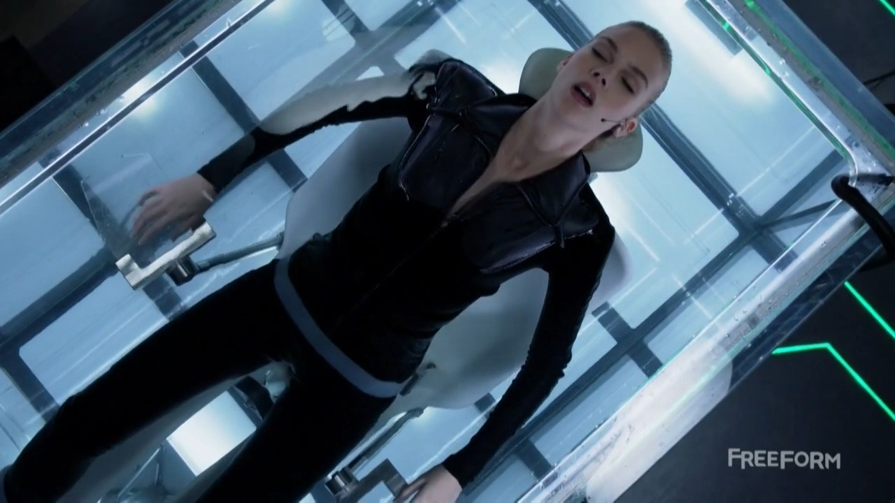 Emma Ishta – Stitchers s02e04-05 (2016) HD 720p
