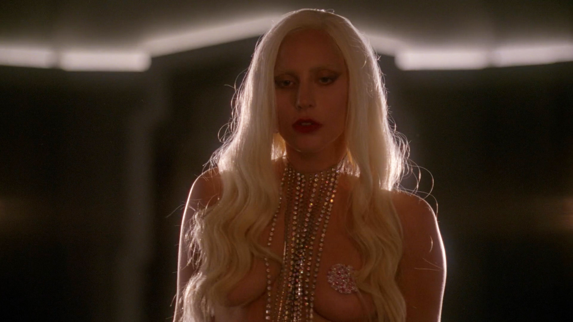 Lady Gaga, Chasty Ballesteros – American Horror Story s05e01 (2015) HD 1080p