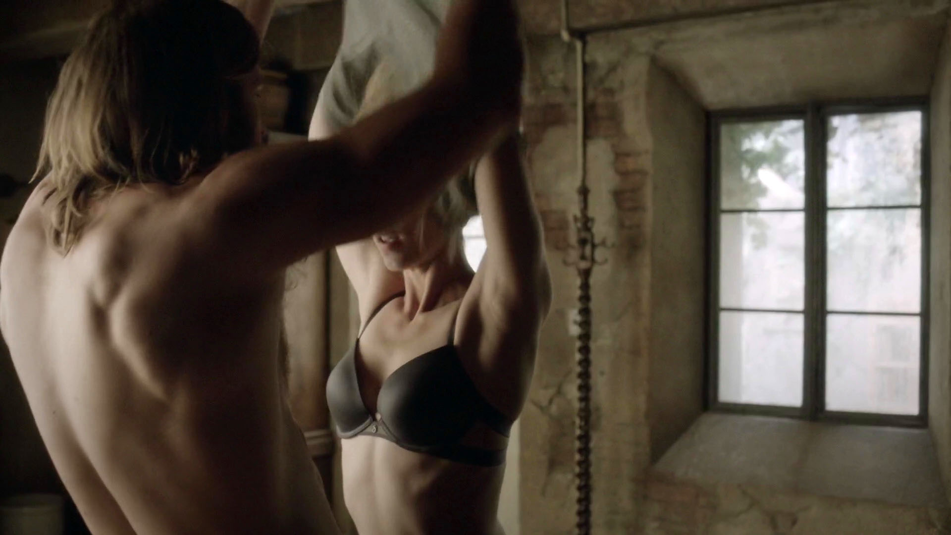 Messages all Sexy porn pictures of laura vandervoort ass from