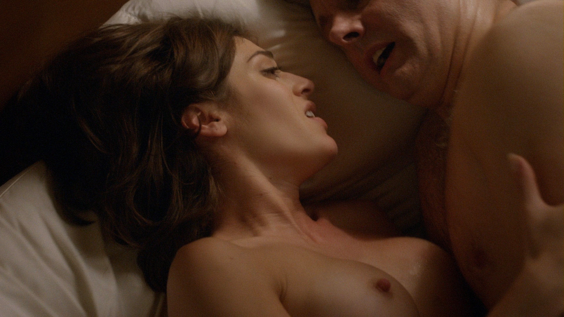 Lizzy Caplan – Masters of Sex s03e09 (2015) HD 1080p