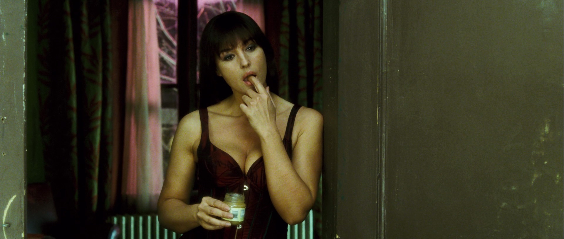 Monica Bellucci – Shoot 'Em Up (2007) HD 1080p