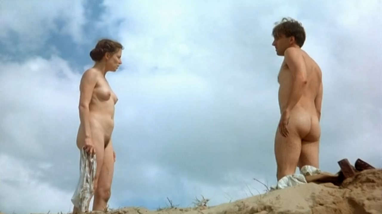 ooms nude Amanda