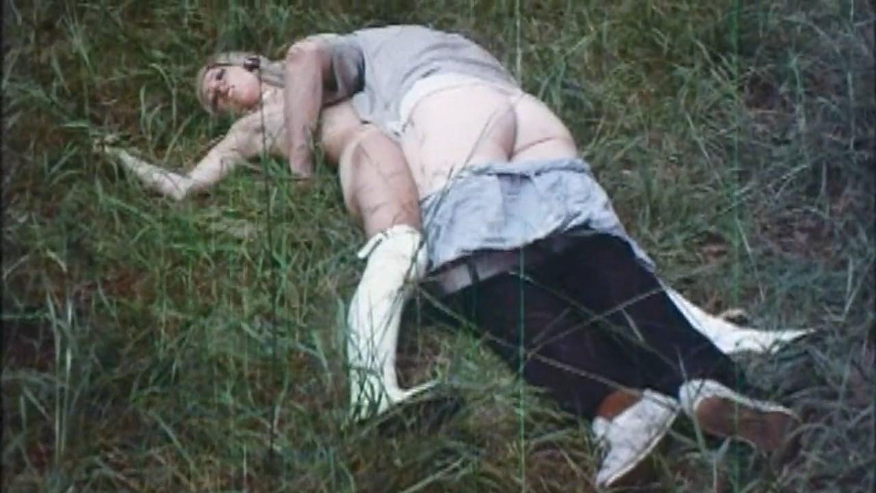 ポに跨って腰を 【SEX盗撮動画】地味なお局OL風の女性がチ