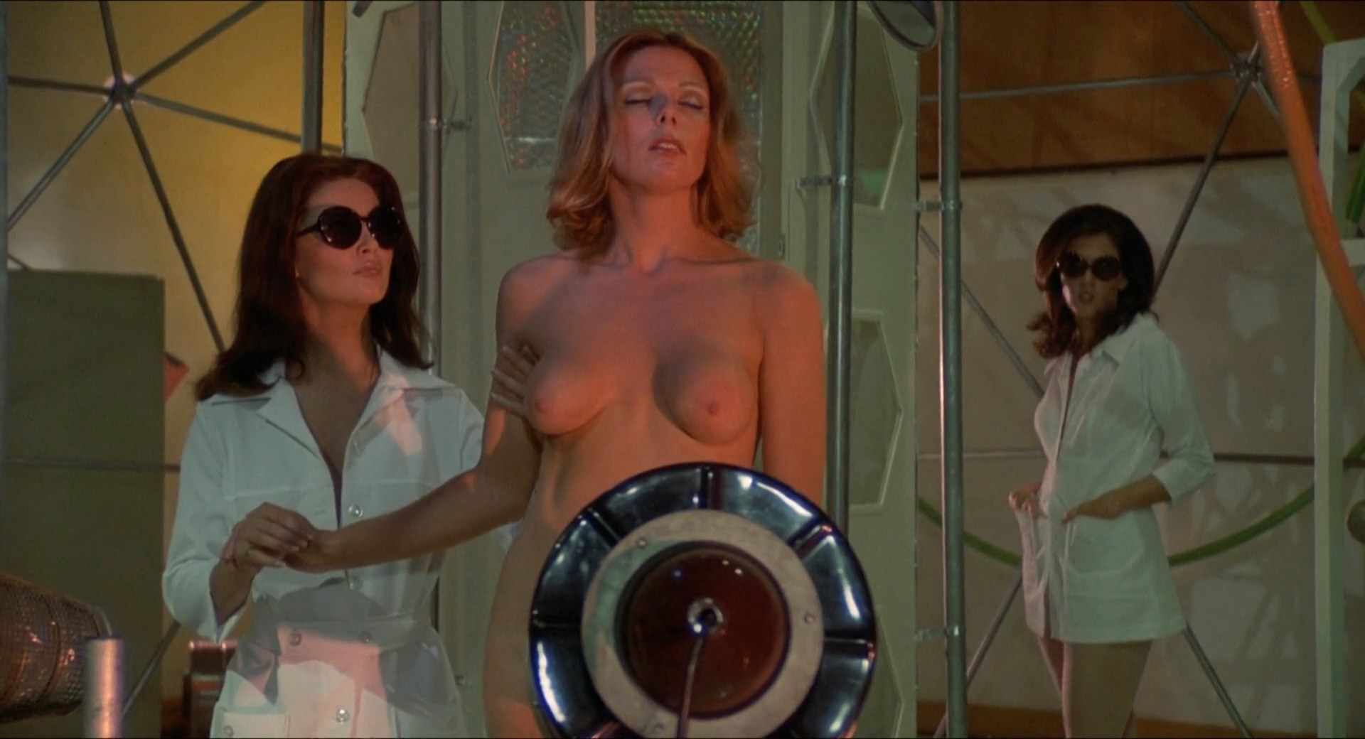Anitra Ford, Victoria Vetri, Anna Aries - Invasion of the Bee Girls (1973) HD 1080p