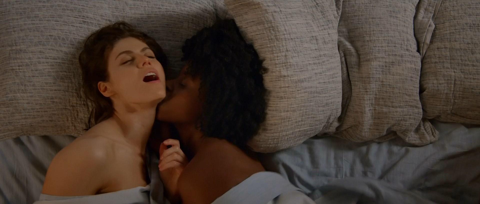 Dailymotion celeb lesbian kiss