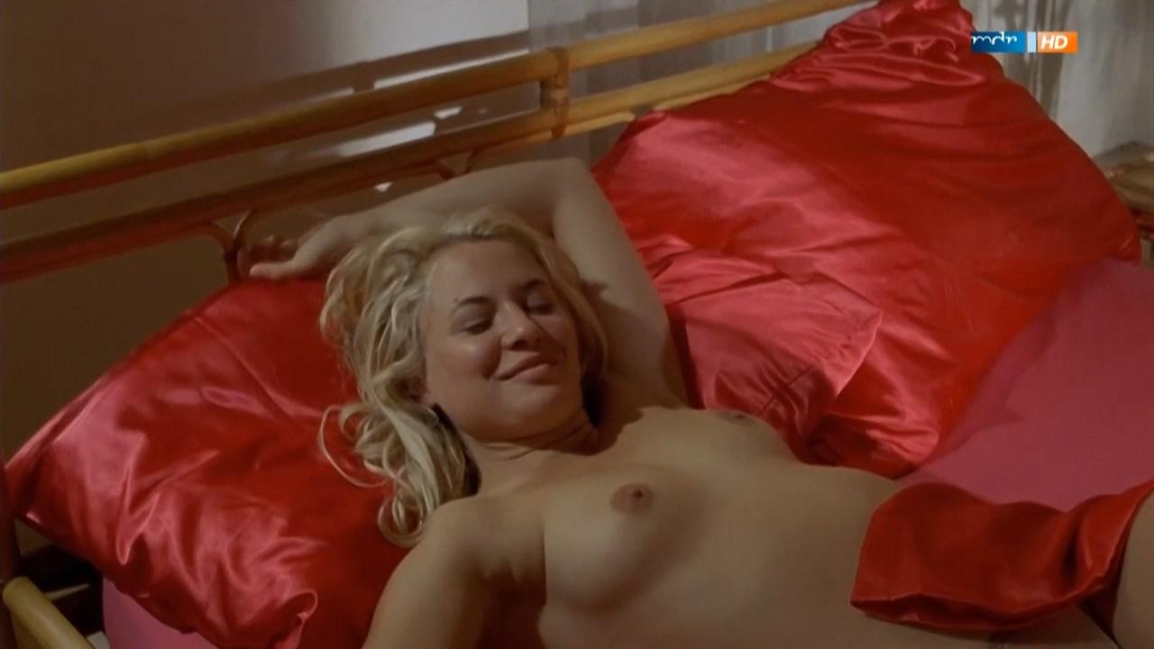 Sandra Cervik  nackt