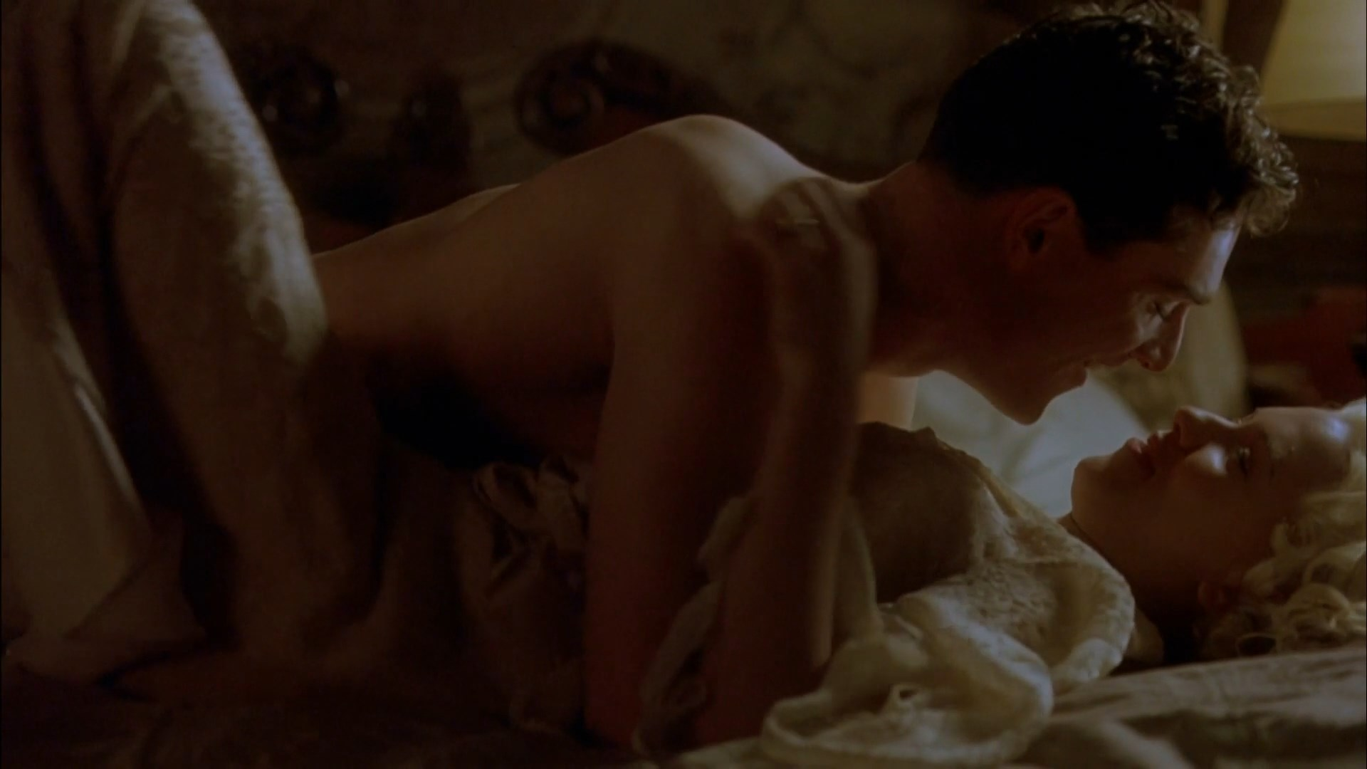 scarlett johansson a good woman naked