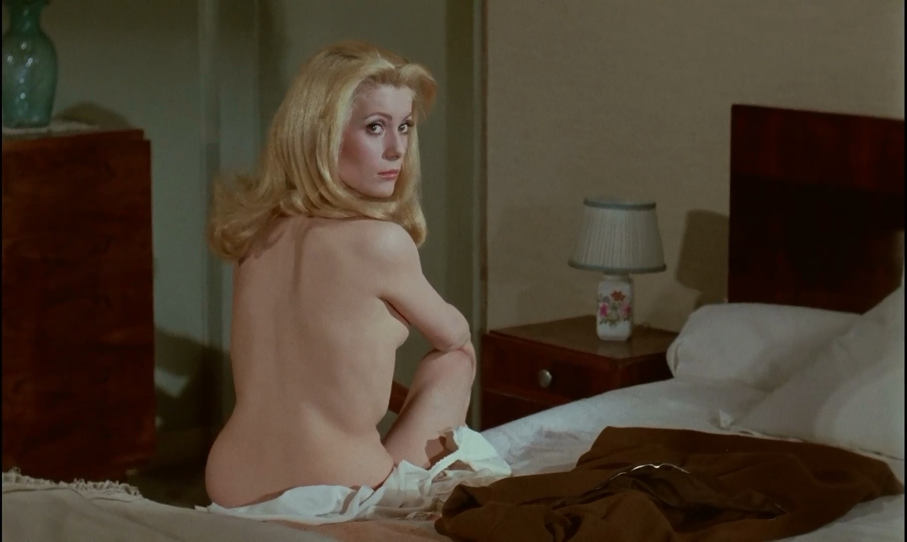 Maria Latour  nackt