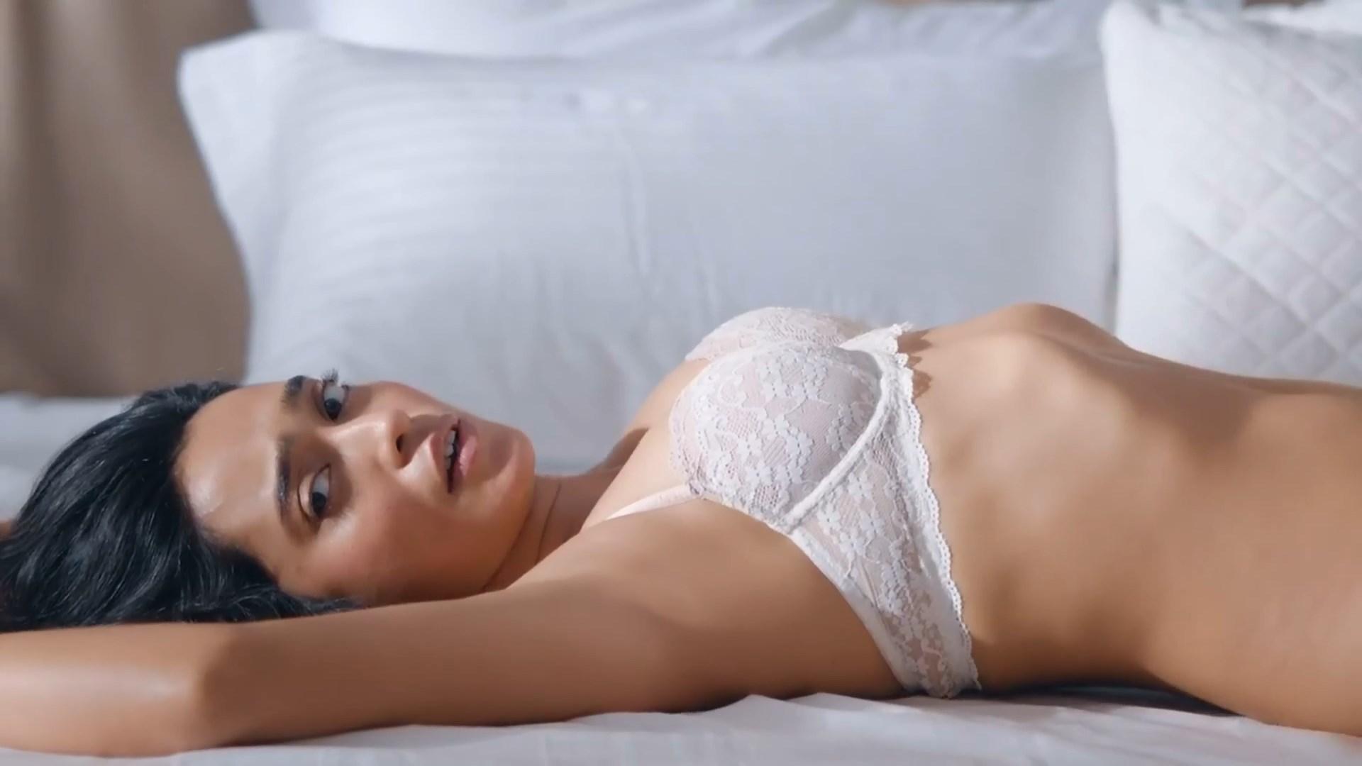 Sayani Gupta  nackt