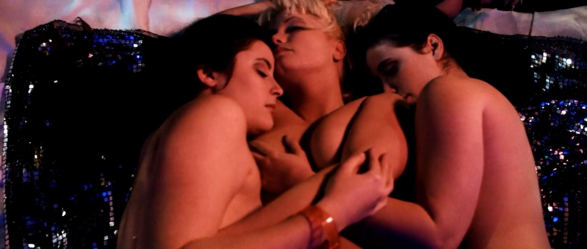 Lesbian Babes Eating Ass