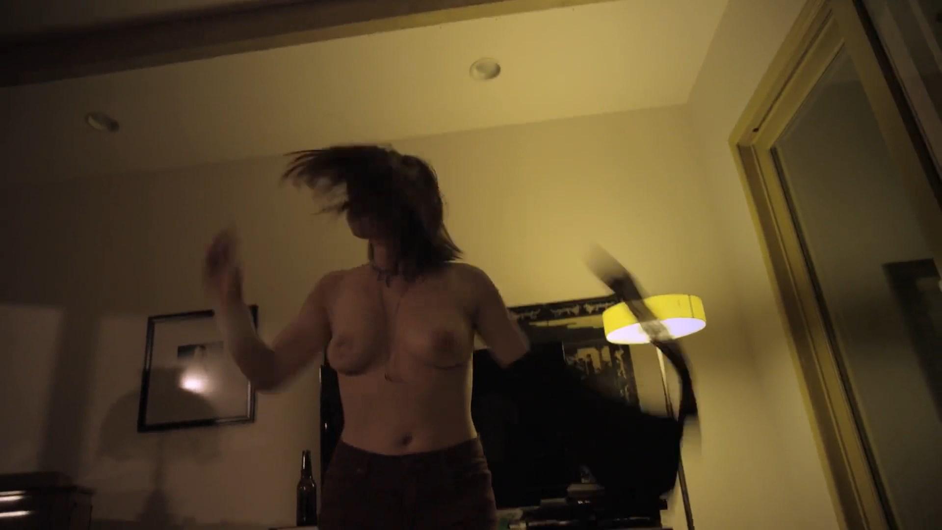 Hannah Hughes  nackt